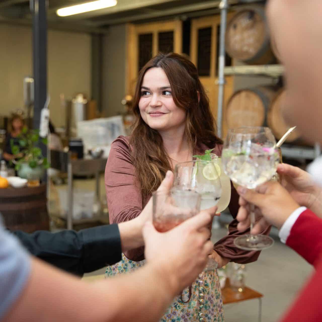 Groepsdegustatie met vrienden of collega's van sterke dranken bij Sterkstokers